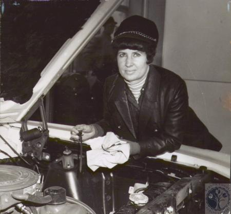 Image: di07663 - Mrs. Charlotte Schwarte, gas attendant at Sunoco Service Station