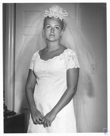 Image: di21039 - Mrs. Louis R. Schulze, wedding photo