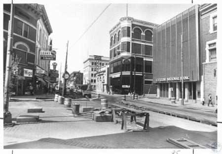 Image: di21420 - Construction at corner of 7th and Madison