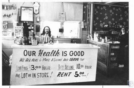 Image: di23229 - Rusti Young (behind counter) and Teresa Gifford (17)