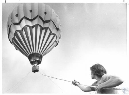Image: di23271 - Eddie Young (15), handling balloon at Devou Park