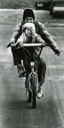 Image: di44089 - two unidentified youngsters on a bicycle